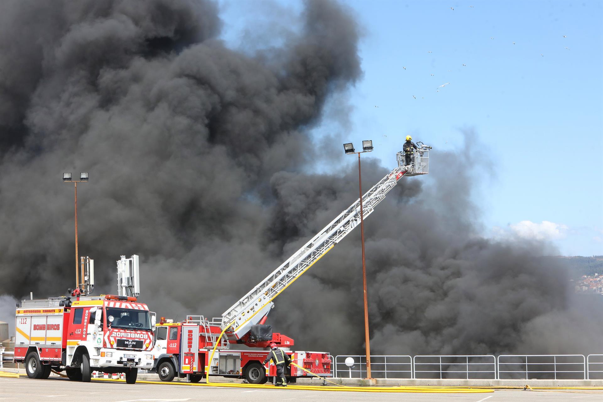 Bajo control el incendio de Jealsa: los vecinos evacuados vuelven a sus casas