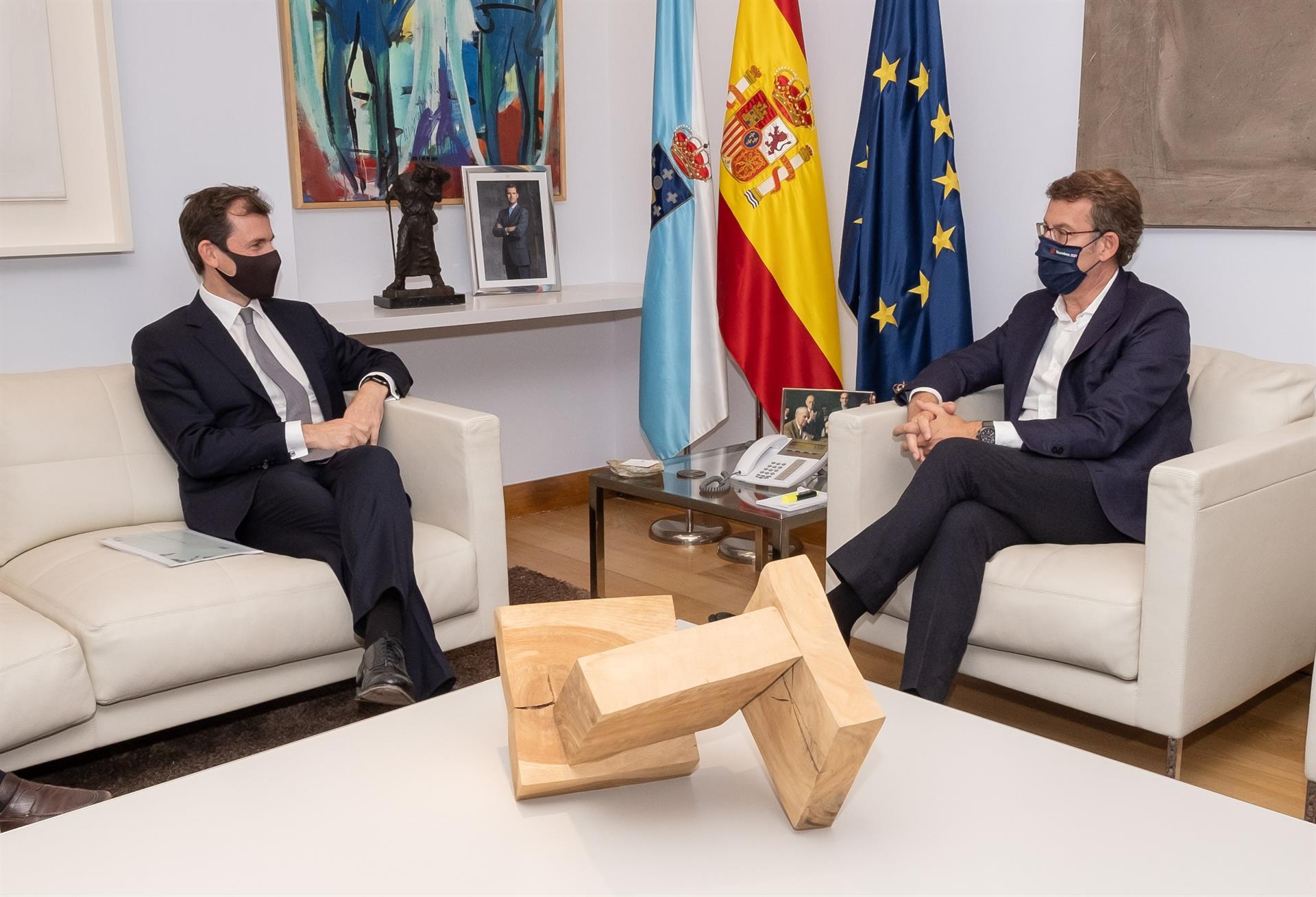 El presidente de la Xunta se reúne con representantes de EDP en San Caetano. Xunta de Galicia