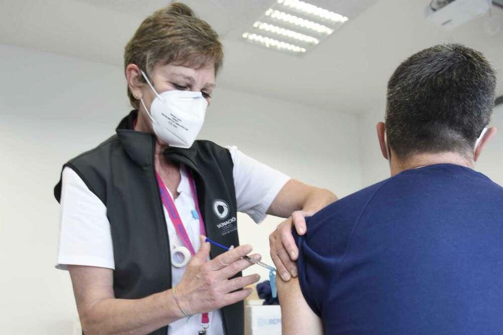 La Xunta prevé inyectar 240.000 dosis esta semana