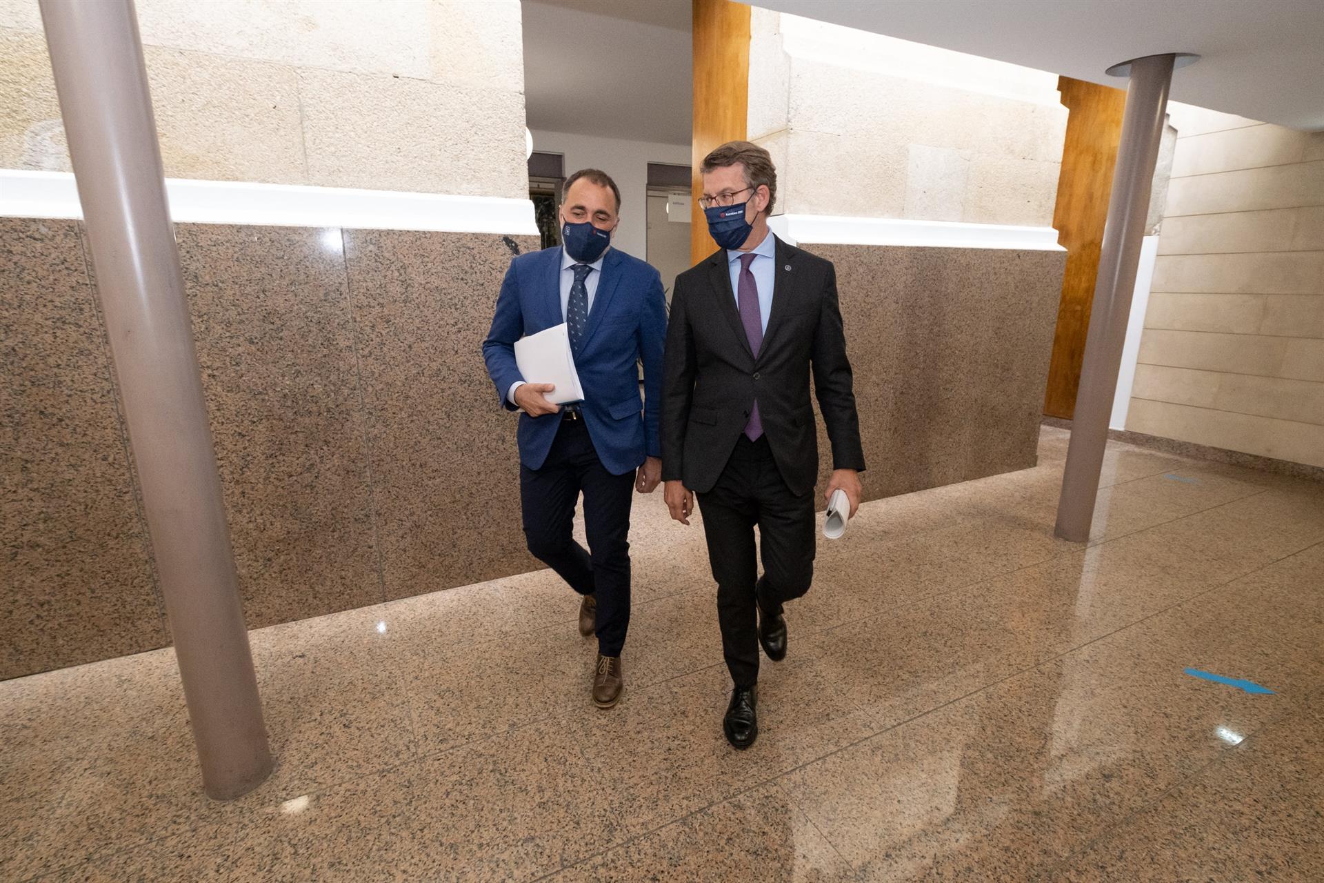 El conselleiro de Sanidade, Julio García Comesaña, junto al presidente de la Xunta, Alberto Núñez Feijóo / David Cabezón