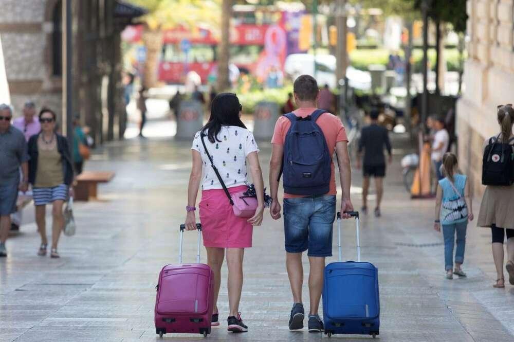 La rentabilidad de los pisos turísticos cae con la pandemia, pero supera en un 30% al alquiler tradicional / EFE