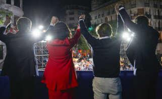 Pablo Casado, Isabel Díaz Ayuso, Martínez Almeida y Teodoro García Egea celebran la victoria electoral desde el balcón de la sede del PP en Génova / EP