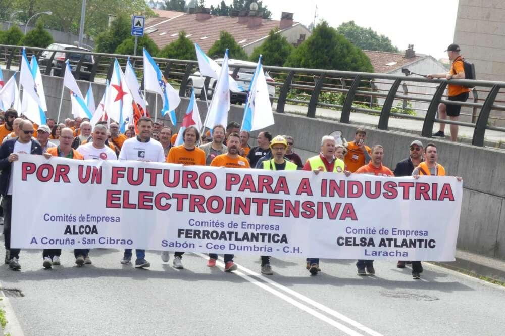 Manifestación de la industria electrointensiva, con trabajadores de Alcoa, Ferroatlántica y Celsa / CIG