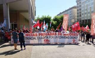 Movilización de los sindicatos frente al centro de Domus Vi en Ferrol / CIG