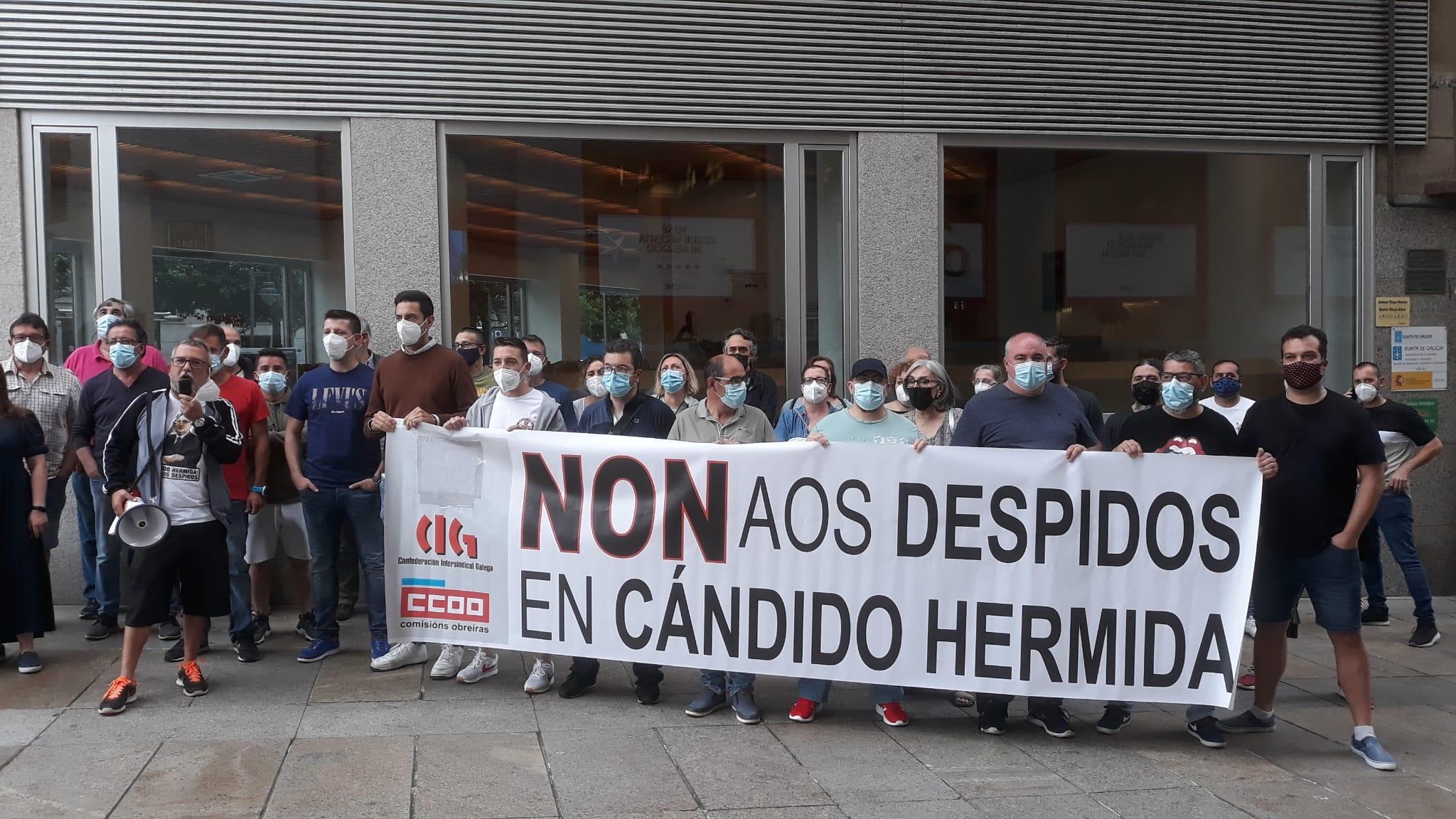 Concentración del personal de Cándido Hermida, proveedor de Inditex, ante la sede del SMAC de Ferrol / CIG