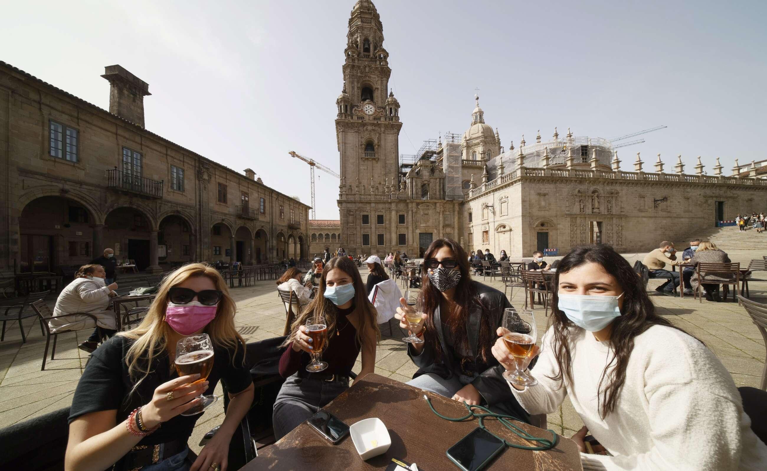 Registro de clientes y PCR al personal: requisitos para que un bar pueda llegar al 75% de aforo en Galicia