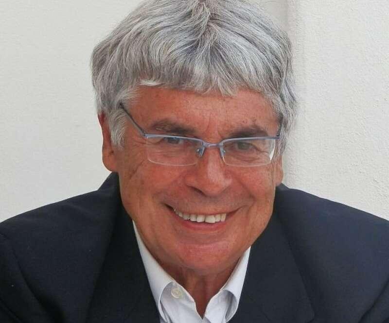 Fallece Xaquín Álvarez Corbacho, catedrático de Economía y primer alcalde en democracia de O Grove