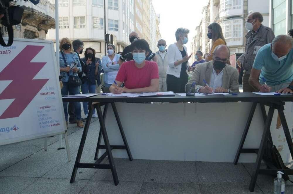 El BNG se aleja más de Sánchez y recoge firmas contra la subida de la luz