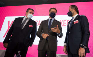 Víctor Nogueira, presidente de la Asociación Galega da Empresa Familiar; Alberto Núñez Feijóo, presidente de la Xunta; y Juan Carlos Escotet, presidente de Abanca / Xunta