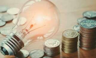 El precio de la luz caerá por debajo de los 150 euros el megavatio hora este domingo