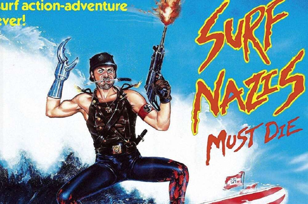 Imagen de la portada de la película 'Surfistas nazis deben morir', de 1987, producida por Troma Films