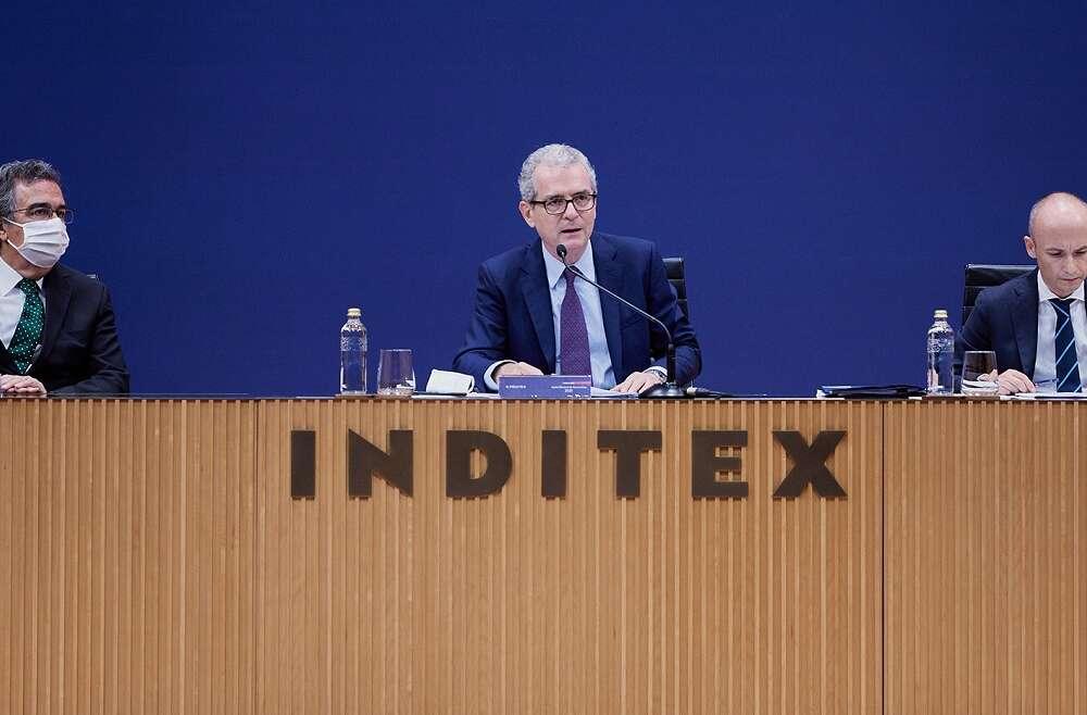José Arnau (a la izquierda), Pablo Isla (centro) y Óscar García Maceiras (derecha) en la junta general de accionistas de Inditex. Foto: Inditex