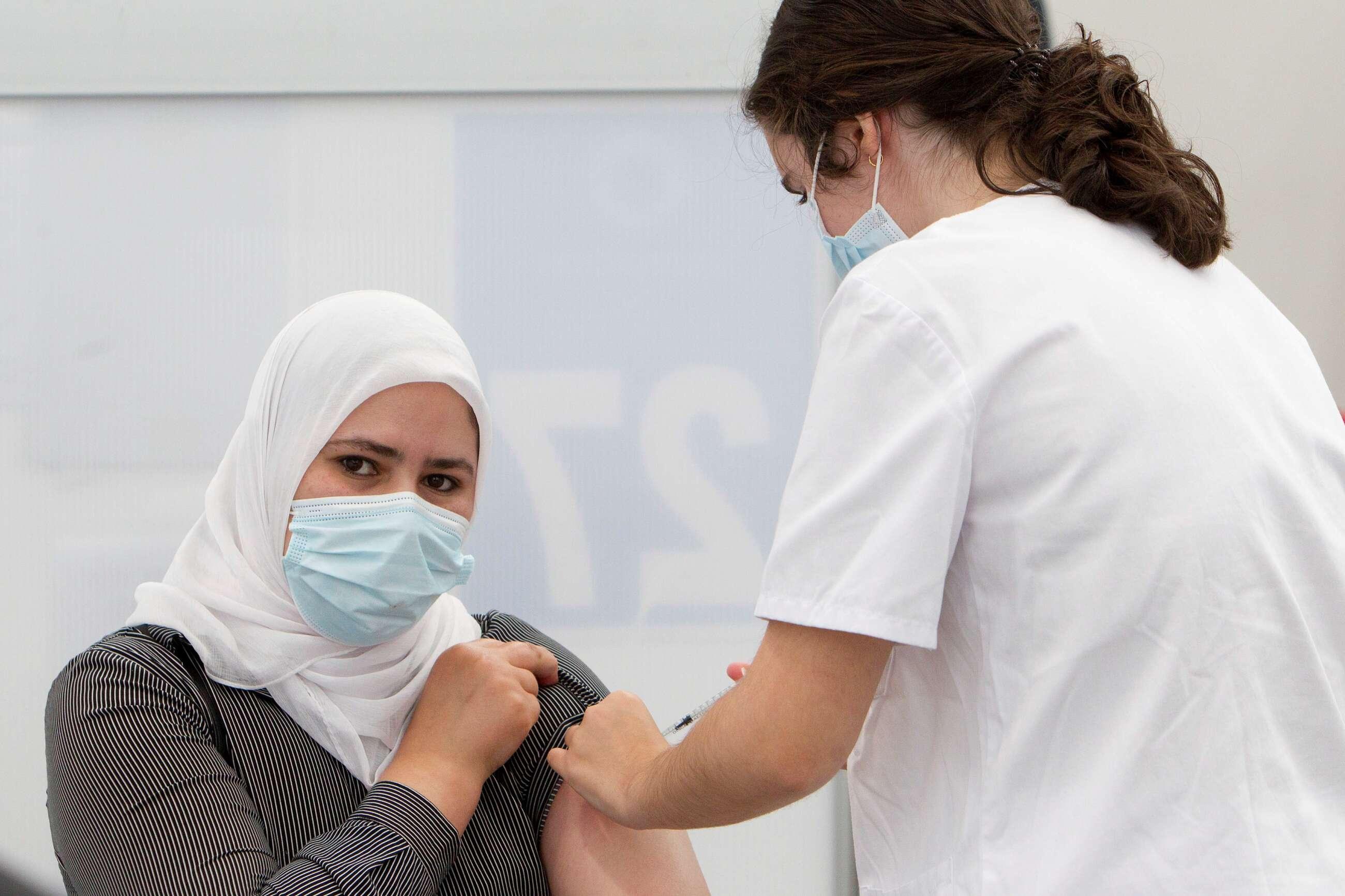 El Sergas habilitará más autocitas para jóvenes esta semana y repescará a treintañeros sin vacunar