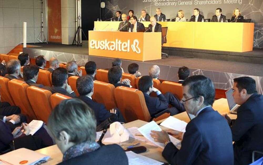 Junta de accionistas de Euskaltel que aprobó la compra de R Cable / EFE