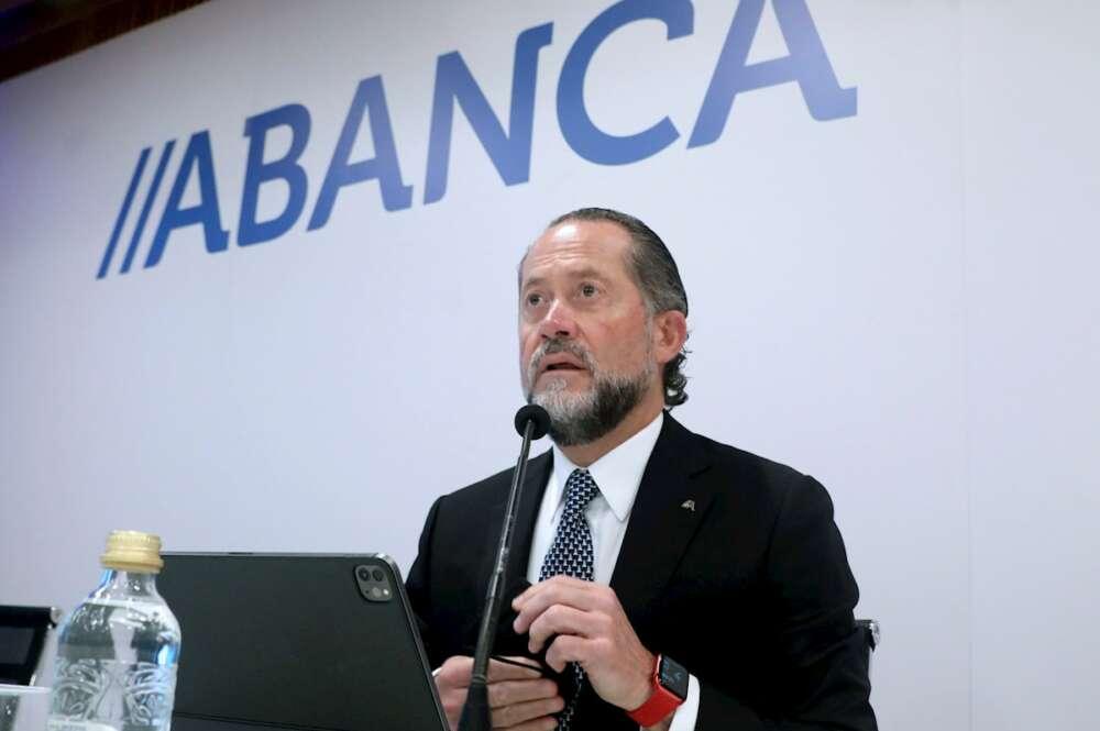 El presidente de Abanca, Juan Carlos Escotet Rodríguez, presenta en rueda de prensa los resultados del banco en el segundo trimestre de 2021 / EFE