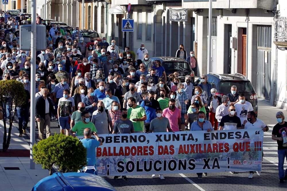 Manifestación en As Pontes en demanda de una transición justa. Foto: EFE/Kiko Delgado