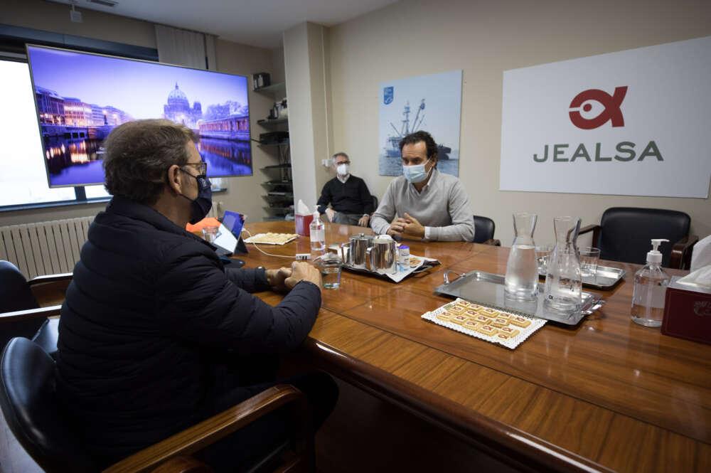 Alberto Núñez Feijóo y Jesús Alonso, consejero delegado de Jealsa / Xunta