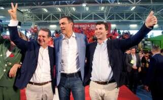 Pedro Sánchez junto a Abel Caballero, alcalde de Vigo, y Gonzalo Caballero, secretario xeral del PSdeG / EFE