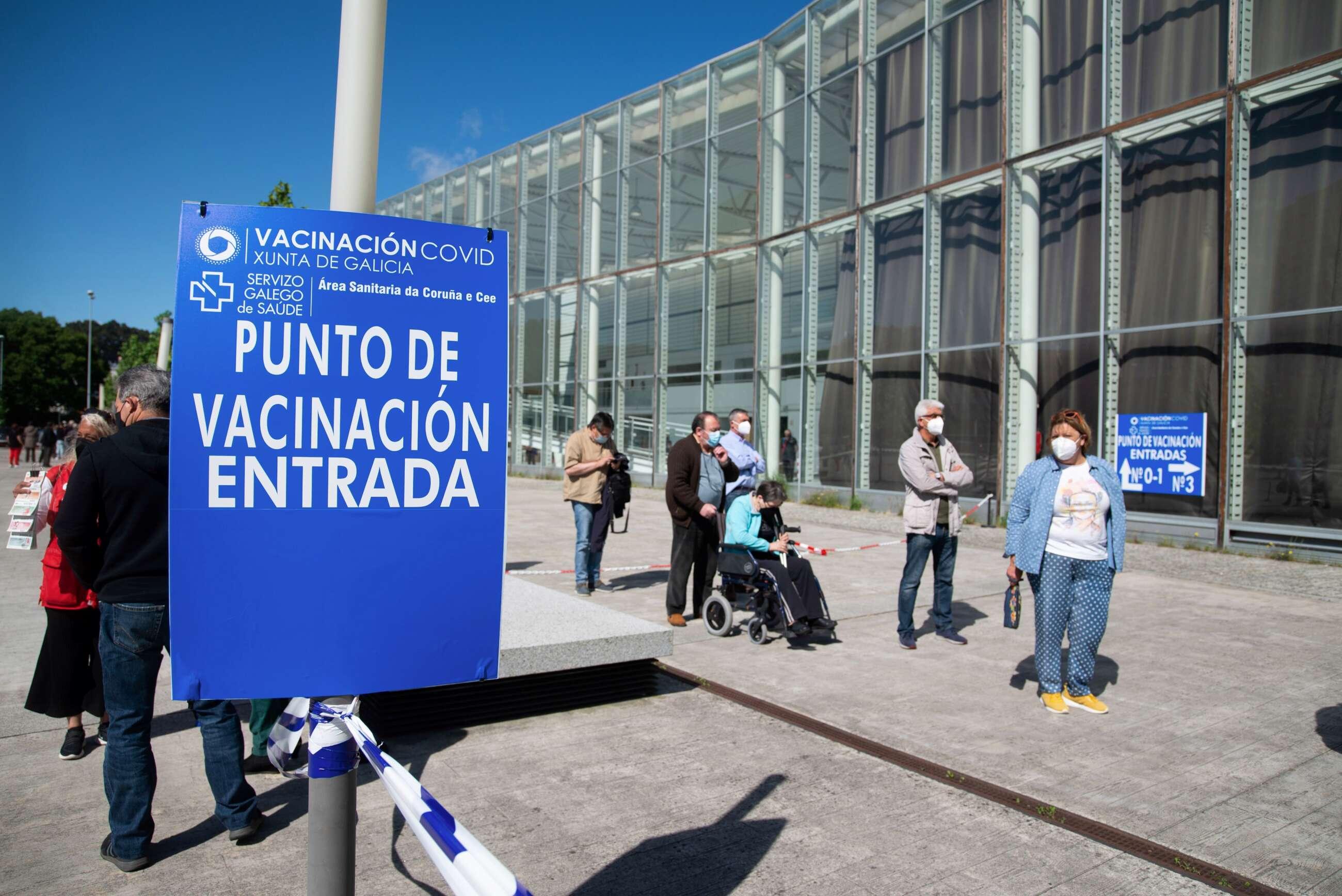 Punto de vacunación en A Coruña. EFE/ Moncho Fuentes
