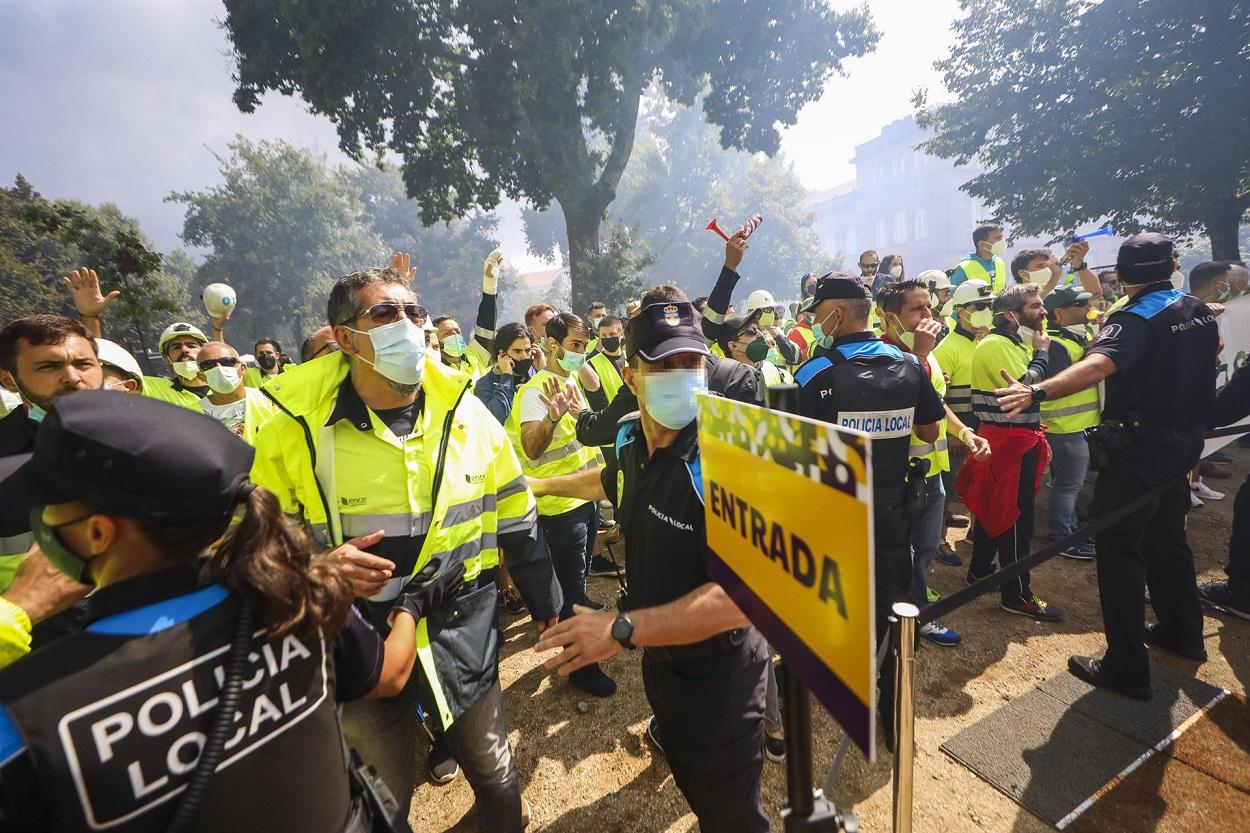 Protestas de los trabajadores de Ence en el pregón de las fiestas de Pontevedra