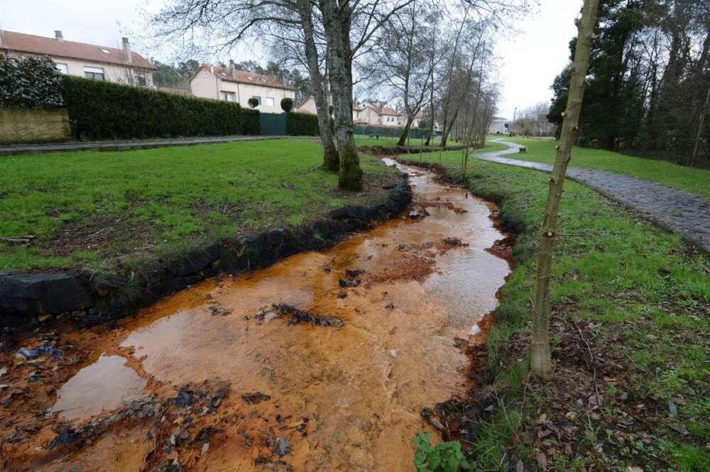 Contaminación minera en el río Portapego a su paso por Touro / Salvemos Cabana