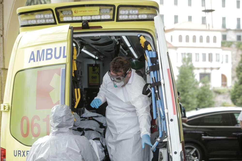El avance de la pandemia en A Coruña y Vigo provoca otro aumento de casos, pese a los descensos en la mayoría de áreas; suben los hospitalizados por Covid y los ingresados en UCI