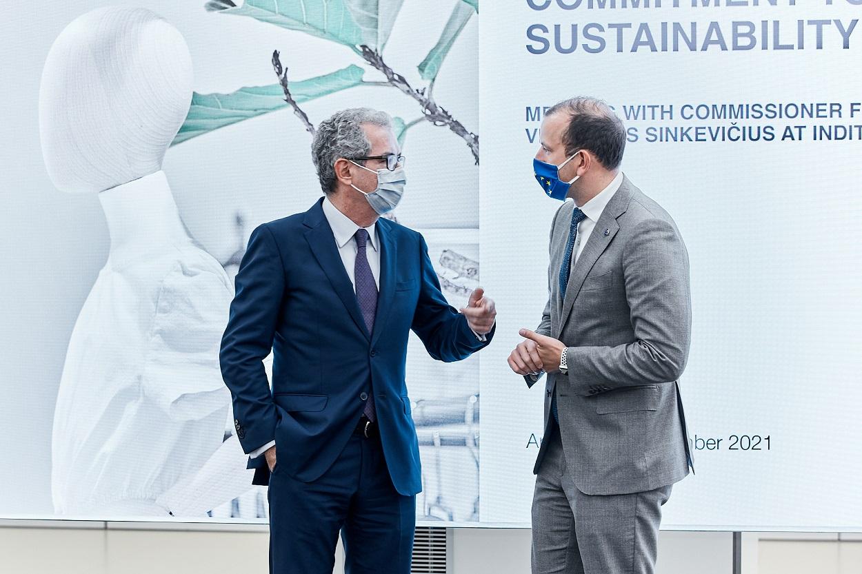El presidente de Inditex, Pablo Isla, y el comisario de Medio Ambiente, Océanos y Pesca de la Unión Europea, Virginijus Sinkevicius- Foto: Inditex