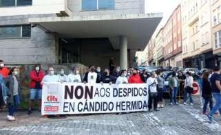 Los trabajadores despedidos denuncian que Cándido Hermida ofrece dinero por no ir a juicio