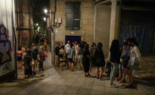 Varias personas en ambiente festivo en el centro de Ourense, a 10 de julio de 2021, en Ourense, Galicia (España). El ocio nocturno en Galicia vive este fin de semana su segunda reapertura al público. Esta medida solo se produce en municipios con - Rosa Veiga -