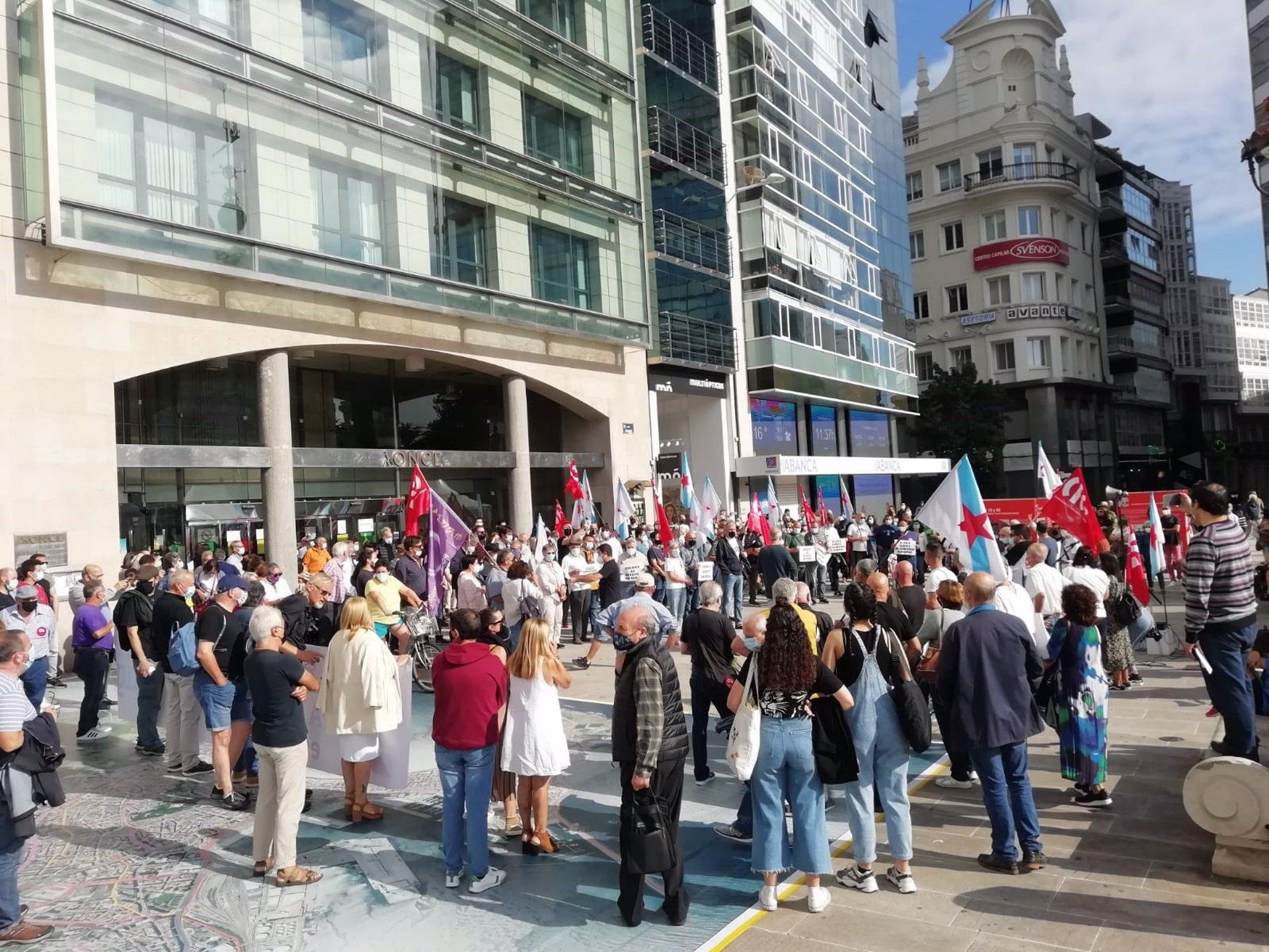 Cientos de personas se concentran en las ciudades gallegas para exigir la bajada del precio de la luz