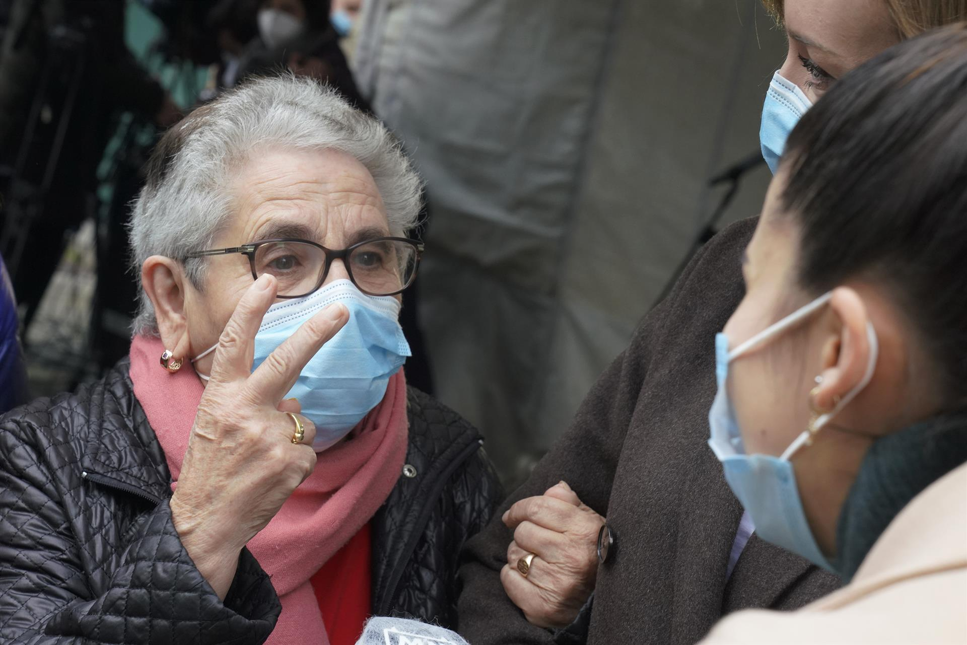 Nieves Cabo Vidal, una mujer de 82 años residente del centro de mayores Porta do Camiño de Santiago, ha sido la primera persona en recibir la vacuna contra la Covid-19 en Galicia, en Santiago de Compostela (Galicia, España), a 27 de diciembre de - Álvaro Ballesteros