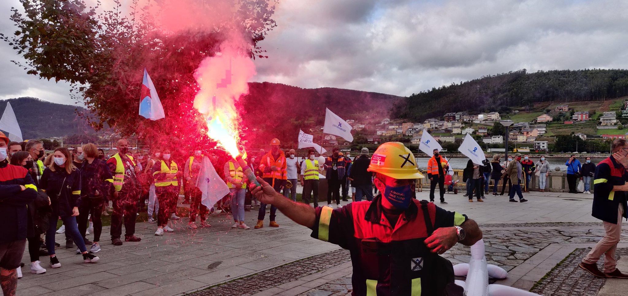 A Mariña, en pie de guerra: miles de personas se manifiestan contra el cierre de Alcoa y Vestas