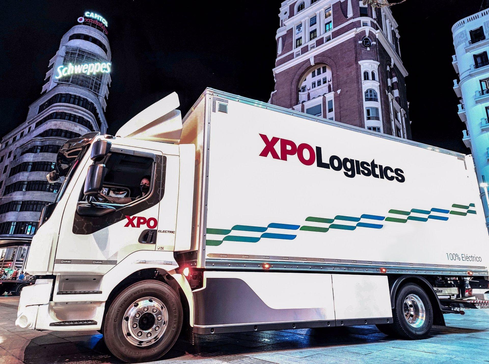 XPO, el 'armario' de Inditex, estrena un camión silencioso para llevar ropa de Zara por la noche