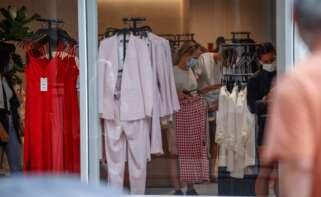 Tienda de ropa en España /EFE/Javier Etxezarreta