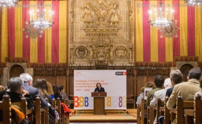 Ada Colau durante la presentacion del plan de Estrategia de Inclusión y reducción de las Desigualdades / EFE
