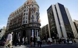 En la imagen, la sede social de Caixabank, en Valencia. EFE