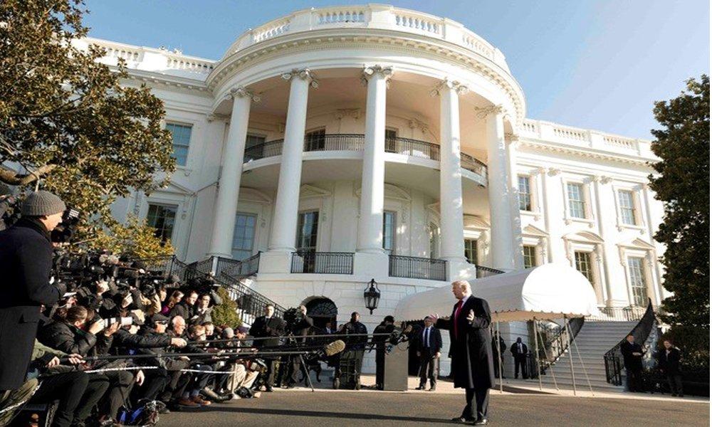 donald trump comparece ante los medios frente a la casa blanca