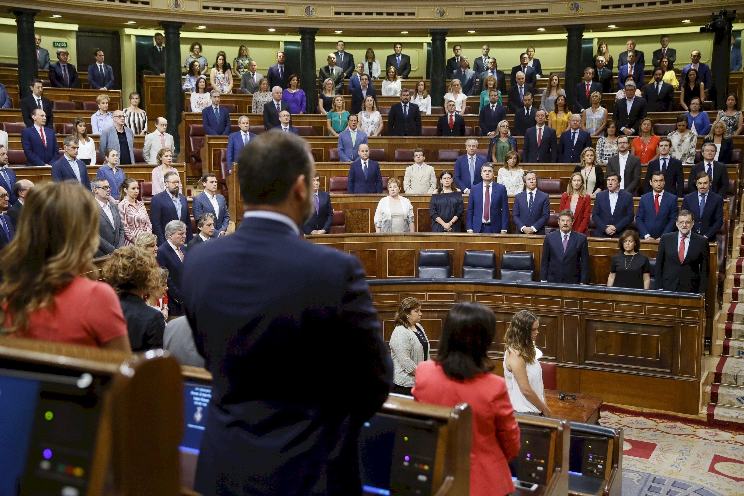 el congreso guarda un minuto de silencio durante una de sus sesiones