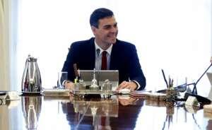 pedro sanchez durante su primera reunion del consejo de ministras y ministros
