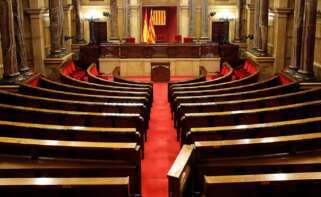 Vista del hemiciclo del Parlament poco antes de que el Govern firmase el decreto de convocatoria de elecciones, el 21 de diciembre de 2020 | EFE/TA/Archivo