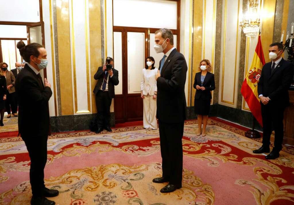 Pablo Iglesias saluda al Rey Felipe VI durante el 40 aniversario del golpe de estado del 23-F. EFE