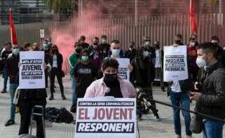 La portavoz de Arran, Adriana Roca, en una rueda de prensa para valorar los disturbios en Cataluña por el encarcelamiento de Pablo Hasél, el 5 de marzo de 2021 en Barcelona | EFE/EF/Archivo
