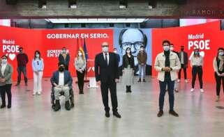 El candidato socialista a la presidencia de la Comunidad de Madrid, Ángel Gabilondo, interviene en un acto con jóvenes, en la sede socialista de Ferraz, junto al secretario general de las Juventudes Socialistas de Madrid, Javier Guardiola. EFE