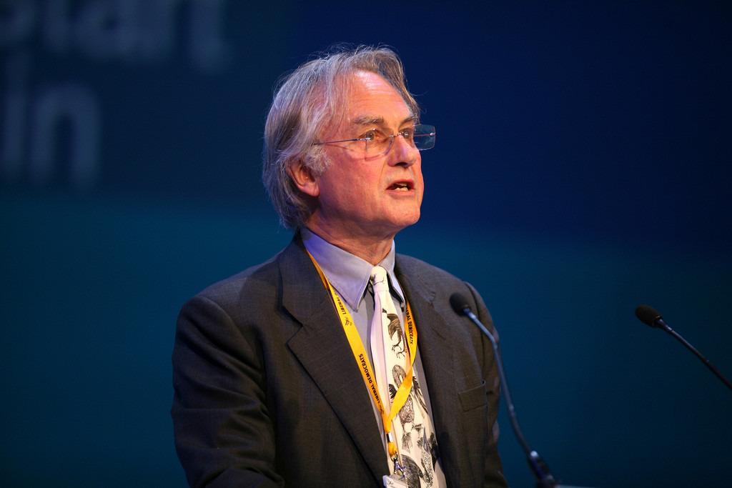 El biologo Richard Dawkins en una conferencia sobre su libro El gen egoista