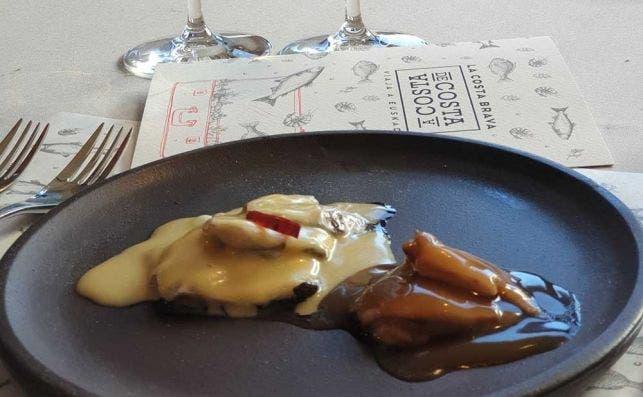 kokotxas de merluza y crestas al pil pil. sergio o de zarate
