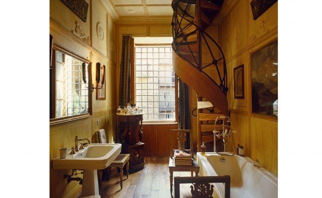 Baño de la casa de Karl Lagerfeld en Roma. Foto: Fritz von der Schulenburg