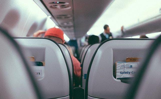 800px Middle Plane Seat (Unsplash)