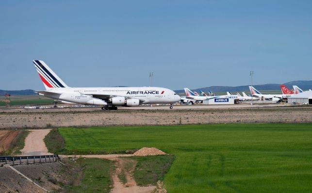 Un A380 de Air France llega a descansar a Teruel. Foto Antonio Garcia EFE
