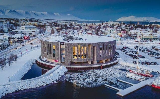Akureyri HOF. Islandia.
