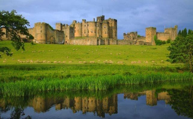 alnwick castle VisitBritain Pawel Libera